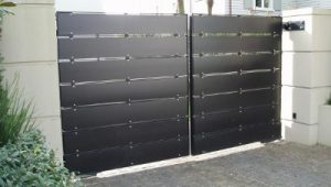 slat style custom driveway gate