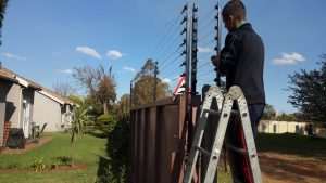 wall top electric fence east rend-3