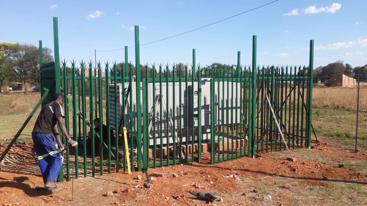 palisade fencing-3 cages