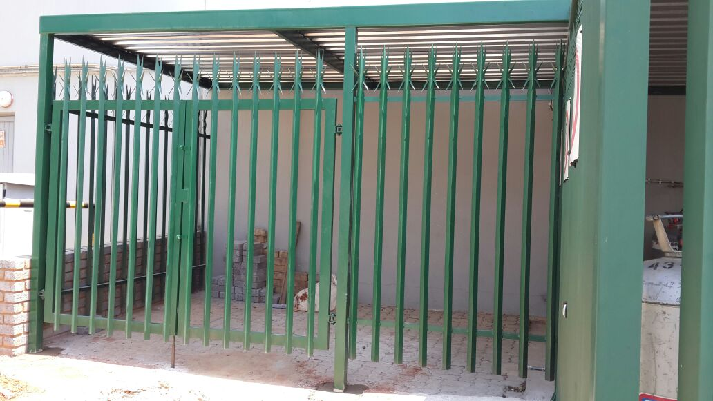 palisade fencing-6 cages